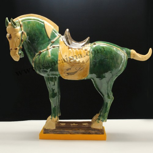 翡翠绿黄马蹄中国马侧面