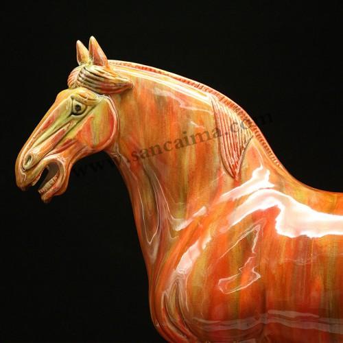 披红挂彩三彩马细节