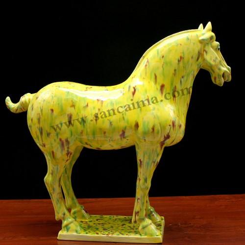 柠檬黄三彩马侧面