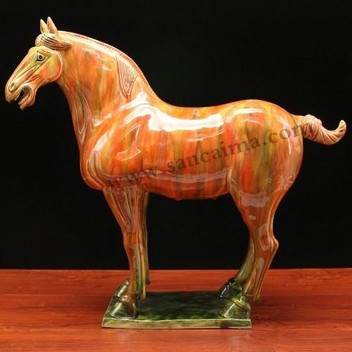 披红挂彩三彩马